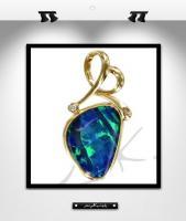 MK0016:  Pendentif opale, or et diamants